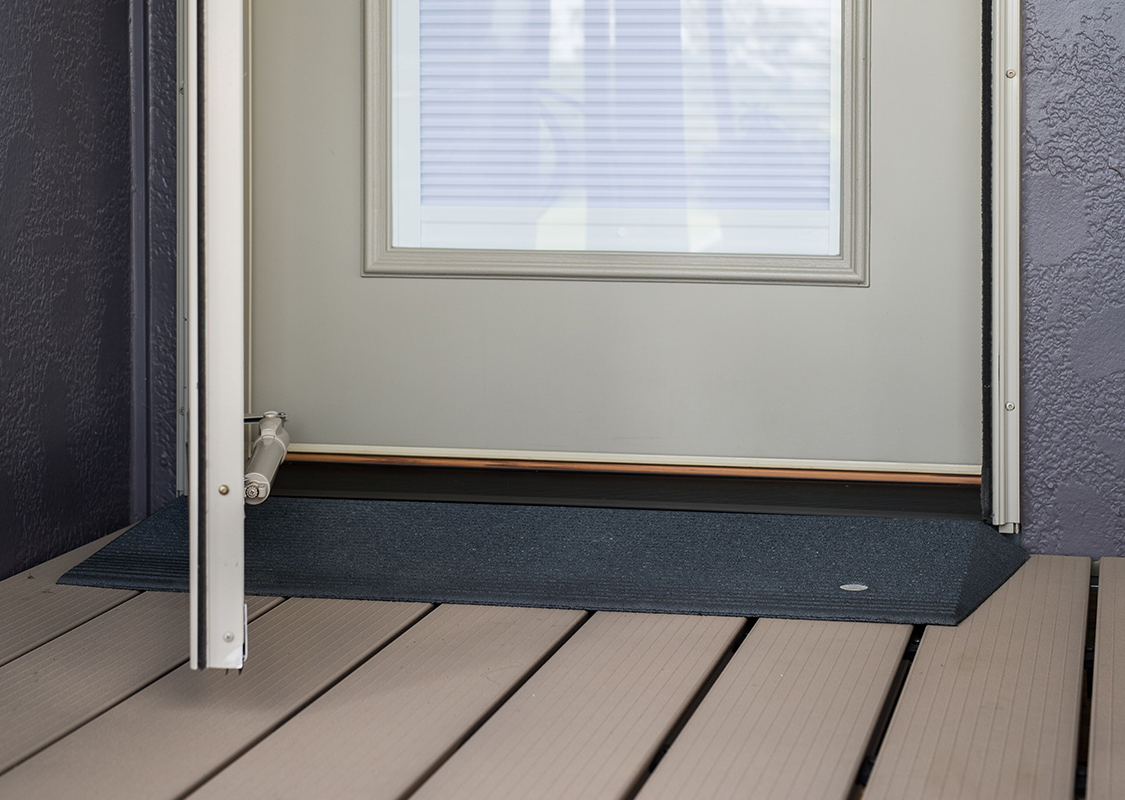 TRANSITIONS® Angled Entry Mat - Picture 03